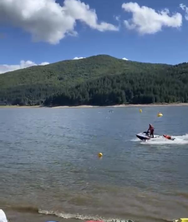 images Un'atleta rischia di annegare in un lago nel Cosentino: salvata dai soccorritori acquatici