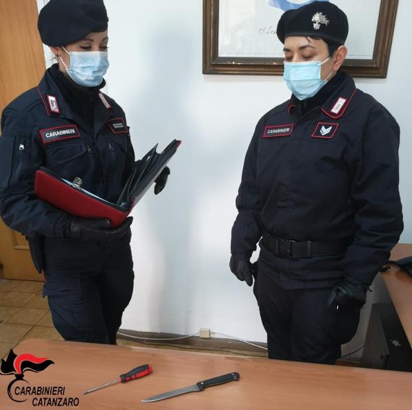 images Tenta di rapinare in un appartamento a Catanzaro ma viene sorpreso dal proprietario: arrestato dai carabinieri