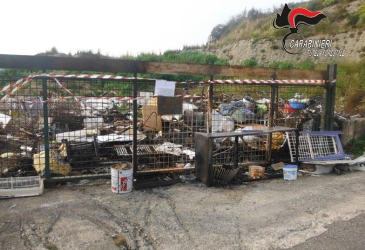 images Simeri Crichi, gestione illecita e combustione di rifiuti in sito comunale: denunciate 2 persone e sequestrata un'area di 200 mq