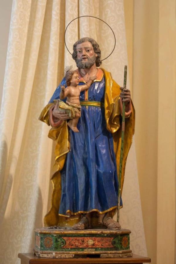 """images Amaroni. Ancentrale e straordinario: per San Giuseppe si rinnova il rito dei """"panuzzedha"""""""
