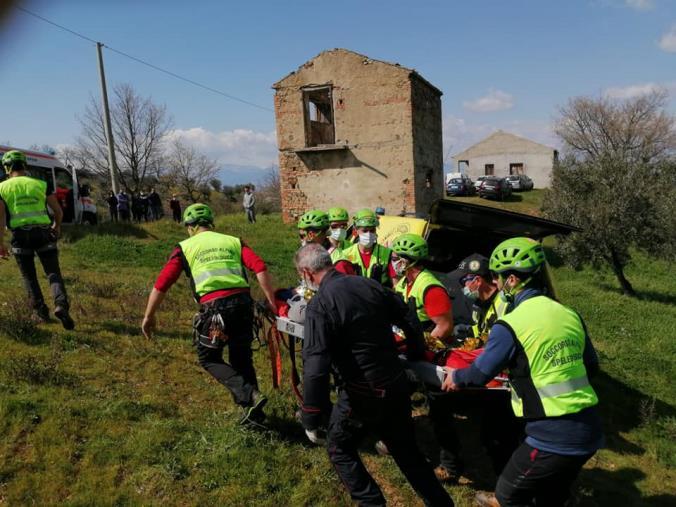 images Ritrovato dal Soccorso Alpino della Guardia di Finanza l'anziano disperso da ieri a Santa Sofia D'Epiro