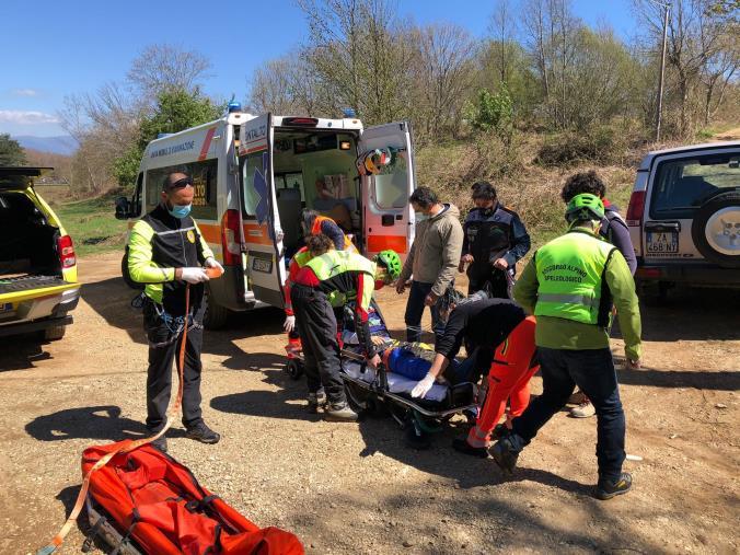 images Motociclista si frattura una gamba a San Vincenzo La Costa: l'intervento del soccorso alpino