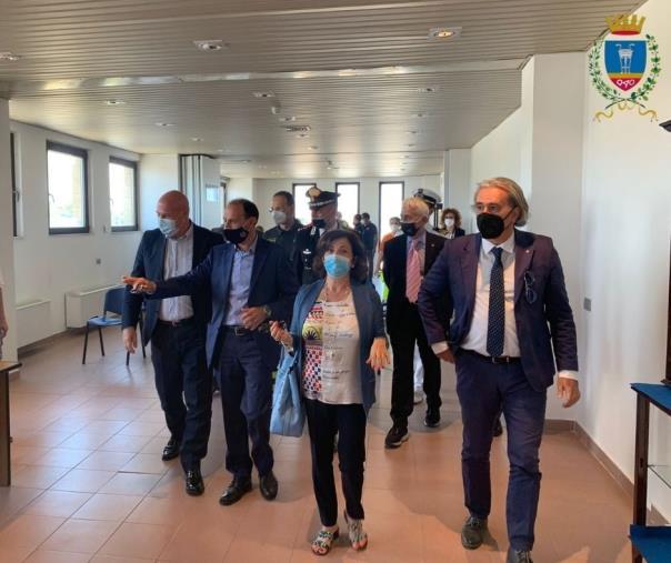 """images Crotone. Inaugurato l'Hub vaccinale all'aeroporto """"Pitagora"""" (FOTO)"""