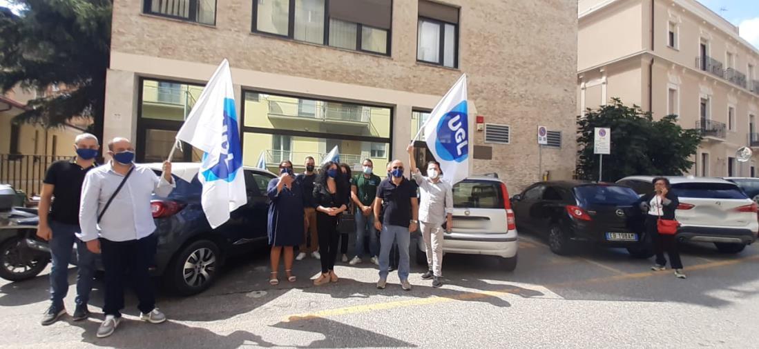 """images Contact center Inps, flash mob dell'Ugl Telecomunicazioni davanti la sede dell'istituto a Catanzaro """"Applicare la clausola sociale"""""""""""
