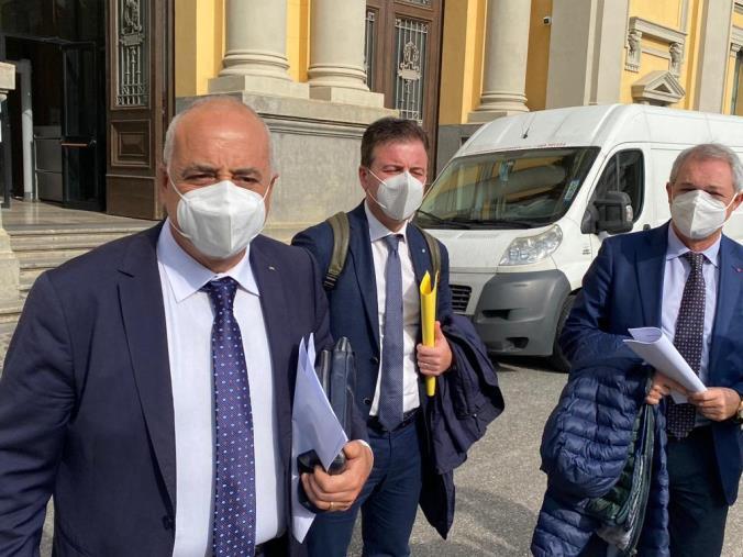 """images Vaccini. Cgil, Cisl e Uil scrivono a Mattarella e Draghi: """"Non lasciare sola la Calabria, serve lo Stato"""""""