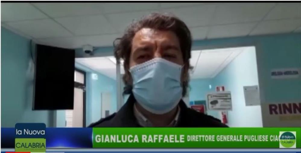 images V. Day al Pugliese, il primo a vaccinarsi è il primario di Malattia Infettive. Il direttore Raffaele