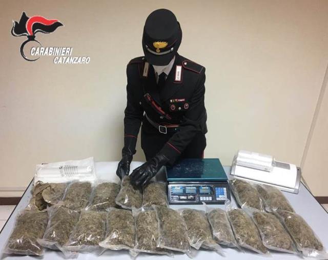 images Nasconde marijuana in più involucri sottovuoto e in due bidoni interrati in un podere: arrestato un lametino