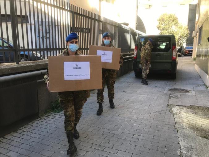 images Screening nelle scuole di Catanzaro. L'esercito consegna test rapidi e dispositivi di protezione