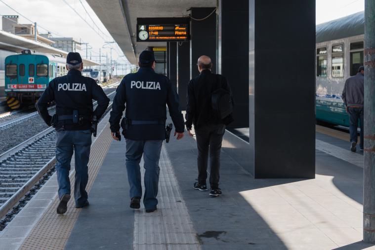 images Stazione di Reggio Calabria Lido.Estorsione ai danni di un addetto alle pulizie: arrestato dalla Polizia