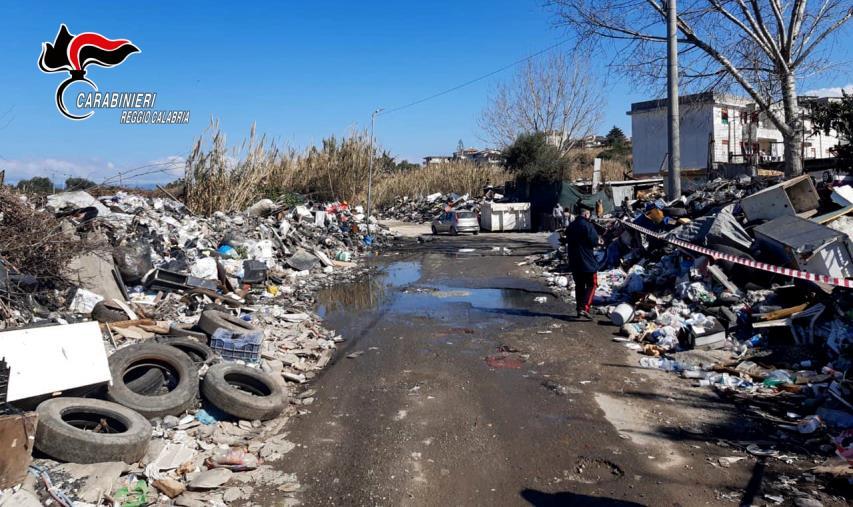 Gioia Tauro. Cumuli di rifiuti nel centro cittadino, sequestrate discariche abusive (FOTO)