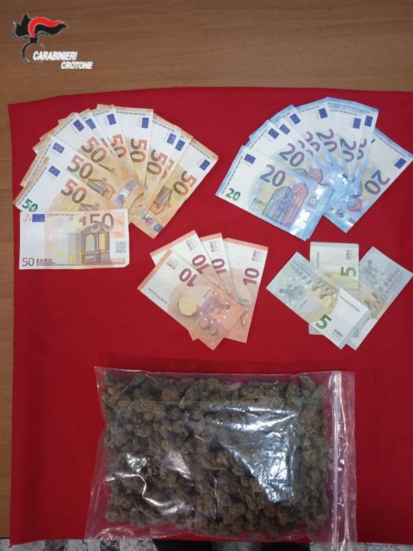 images Santa Severina. Viaggiavano in auto con soldi e marijuana: arrestati due trentenni di San Giovanni in Fiore