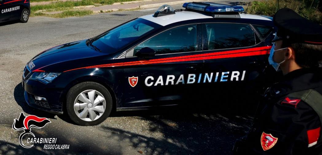 images Sassi contro il Comune di Bovalino, minacce al sindaco e offese ai carabinieri, 48enne arrestata