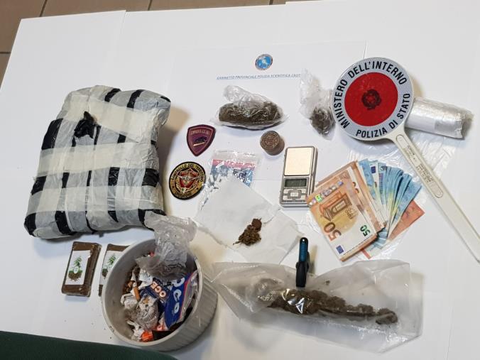 images Spacciava droga, pensionato crotonese arrestato