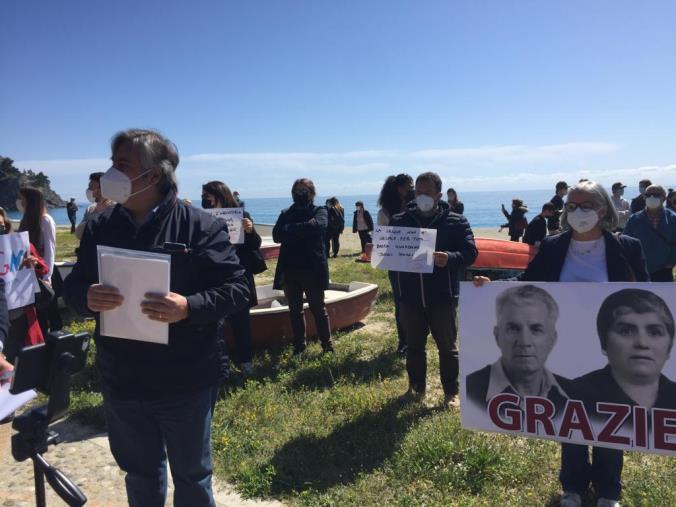 """images Ville sequestrate a Caminia. Il sit-in dei proprietari che non vogliono la demolizione: """"Non ci siamo potuti difendere"""""""