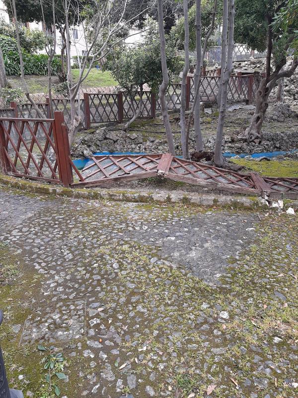 """images Catanzaro. Commissione Ambiente in Villa Margherita: """"Verde ok, ma staccionate pericolose. Urge intervenire"""""""
