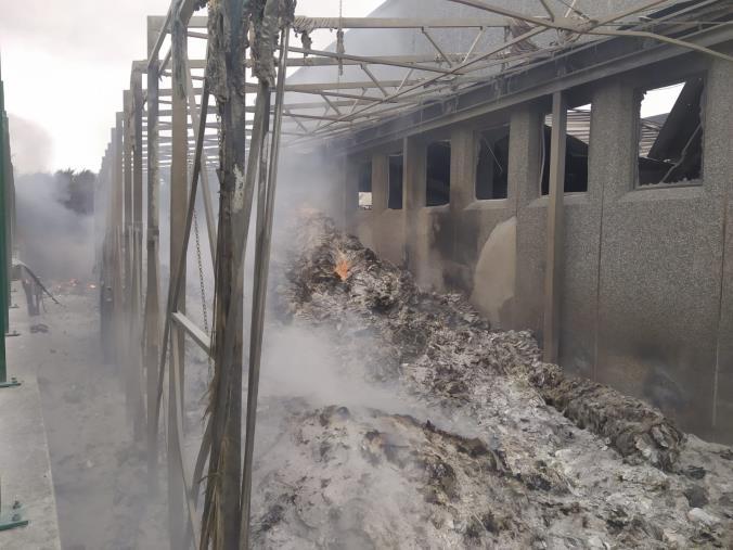 images Deposito rifiuti a San Nicola da Crissa in fiamme: l'Arpacal relaziona alla Prefettura e al Comune