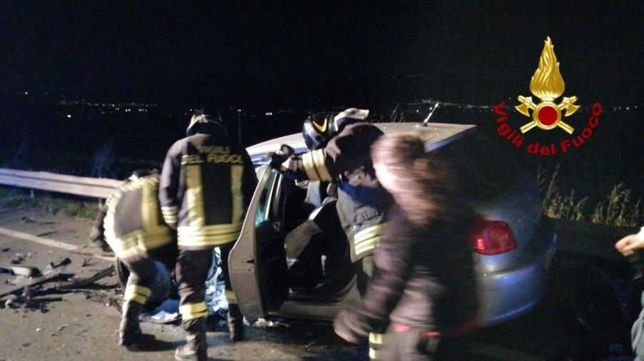 images Cassano sullo Ionio. Scontro tra due auto: tre i feriti