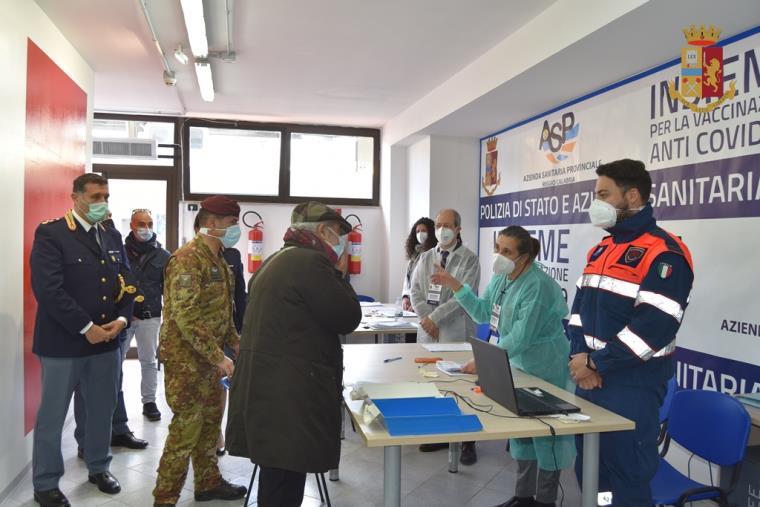 """images Reggio Calabria. Si è concluso il """"Vax Day"""" al XII Reparto Mobile della Polizia"""