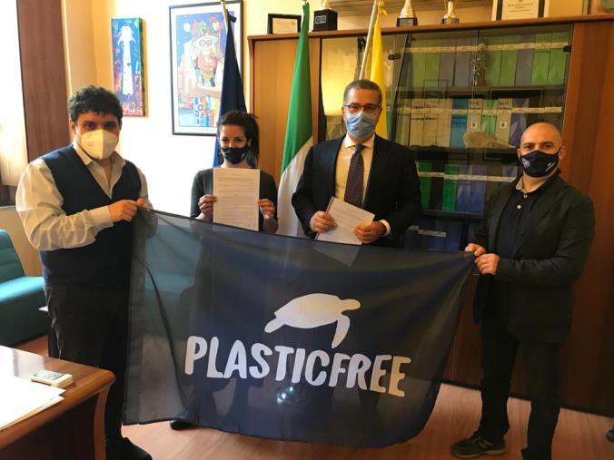 """Catanzaro. C'è il protocollo con l'associazione """"Plastic free"""". Cavallaro e Polimeni: """"Nuovo strumento a tutela della città"""""""