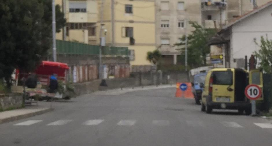 images Catanzaro. Nel quartiere Pontepiccolo, quando ambulanti e lavori stradali 's'incrociano'
