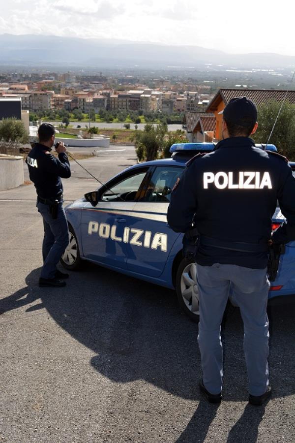 images Lamezia Terme. Aggredisce un extracomunitario armato di un bastone, arrestato 34enne  nigeriano