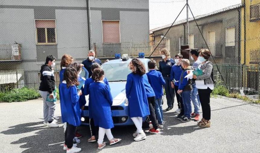 images Giornata dei bambini scomparsi, la Questura di Catanzaro incontra i ragazzi (FOTO)