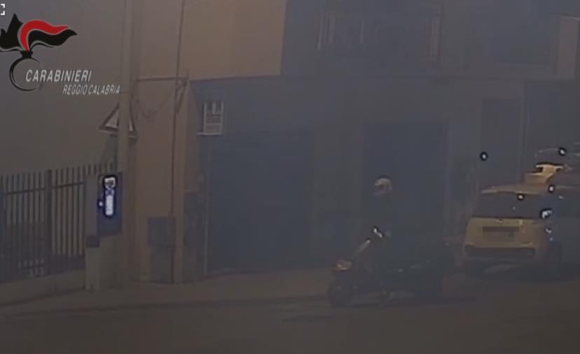 """images 'Ndrangheta. Prima i messaggi e poi le fiamme: ecco come """"pretendevano"""" il tabacchino a Reggio Calabria (I NOMI)"""