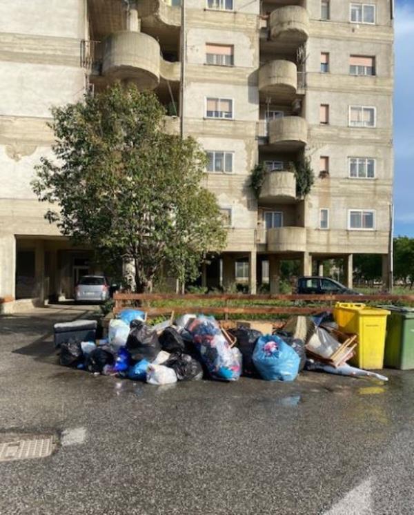 images Catanzaro. Stefano Veraldi denuncia i disservizi nel quartiere Aranceto