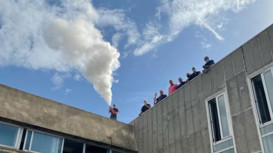 """images Crotone. I dipendenti del Corap salgono sul tetto: """"Siamo senza stipendio da 7 mesi"""""""