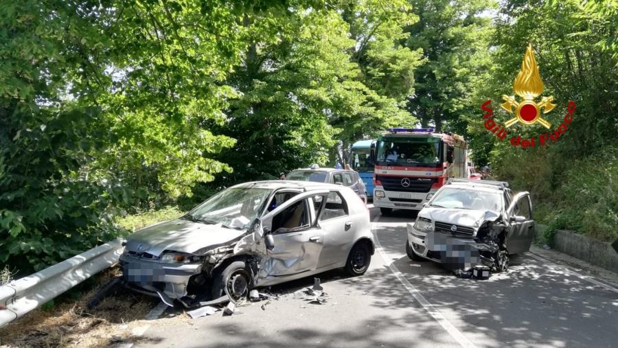 images San Pietro Apostolo. Scontro tra due auto: un passeggero portato in ospedale con l'elisoccorso
