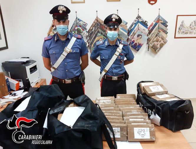 images Gioia Tauro. Trasportava oltre 117 chili di cocaina nel tir: arrestato 38enne bosniaco