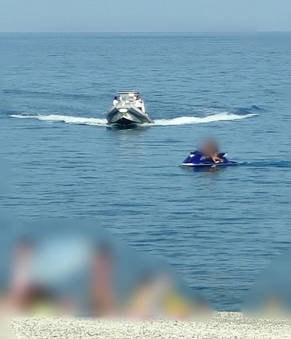 images Mare sicuro 2021. Reggio Calabria: sanzionate moto d'acqua che navigavano sotto costa tra i bagnanti