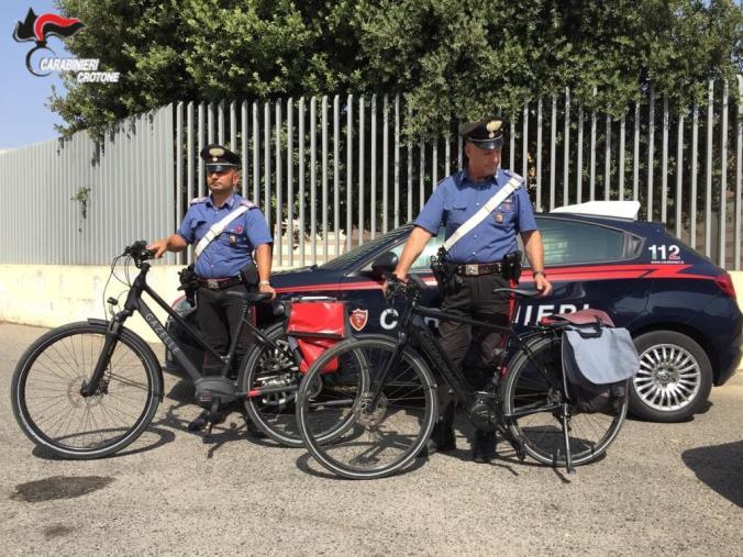 images Crotone. Turisti subiscono il furto di costose bici elettriche, recuperate dai Carabinieri