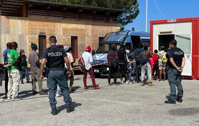 images Tendopoli di San Ferdinando: prosegue la campagna di vaccinazione anti Covid iniziata a luglio