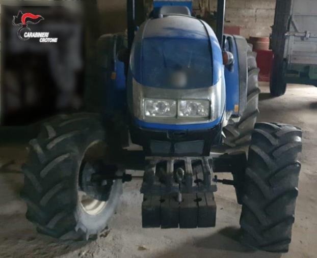 images Petilia Policastro. Mezzi rubati e munizioni in un'azienda agricola: due denunce