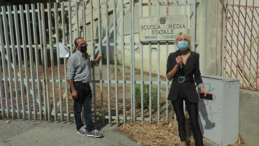 """images Catanzaro. Scuola """"Chimirri"""" abbandonata e pericolante: lo sfogo di un cittadino"""