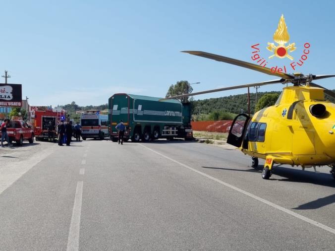 images Sellia Marina. Scontro tra moto e camion: grave il centauro trasferito in ospedale in elisoccorso