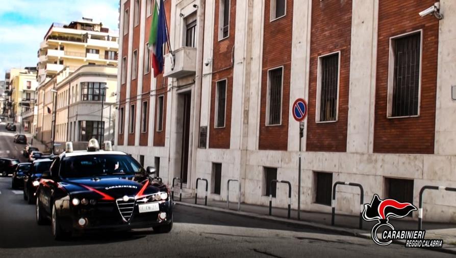 """images Reggio Calabria. Il figlioletto telefona ai carabinieri: """"La mamma non sta bene"""": 30enne salvata"""