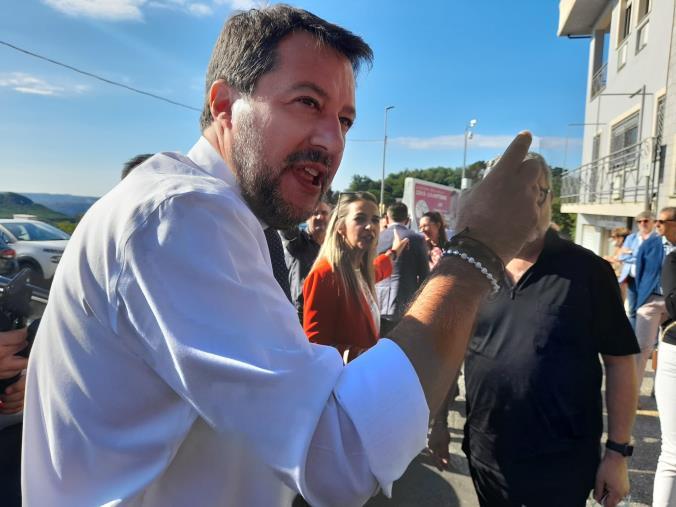 """images Regionali. Matteo Salvini a Caraffa: """"Lasciamo agli altri le polemiche sulle poltrone"""""""