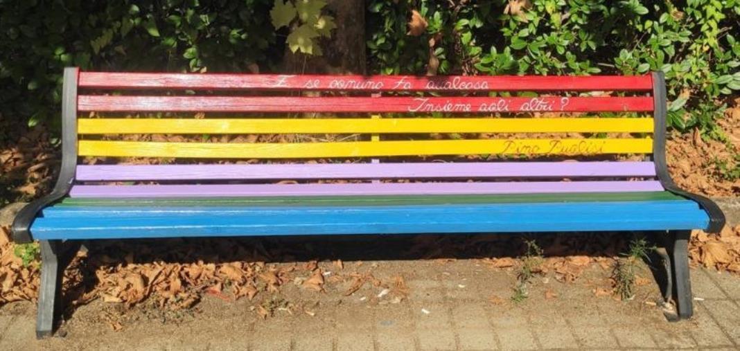 images Girifalco. Le panchine di villa Impastato si tingono dei colori dell'accoglienza, legalità amore