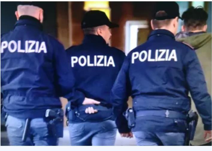"""images Infiltrati vicino Piazza Montecitorio a Roma. Scalzo (Cosap): """"Solidarietà al nostro collega ferito"""""""
