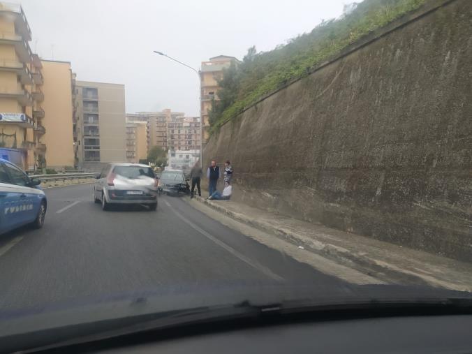 images Catanzaro. Perde il controllo dell'auto e finisce in testa coda su Viale de Filippis