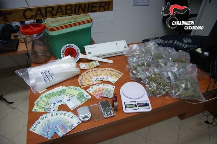 images Platania. Nascondeva un chilo di marijuana in un magazzino: arrestato un 40enne