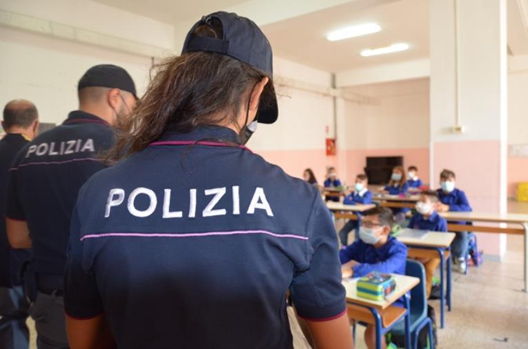 """images """"Torneremo a scuola"""" con la Polizia di Stato: le forze dell'ordine vicine agli studenti"""