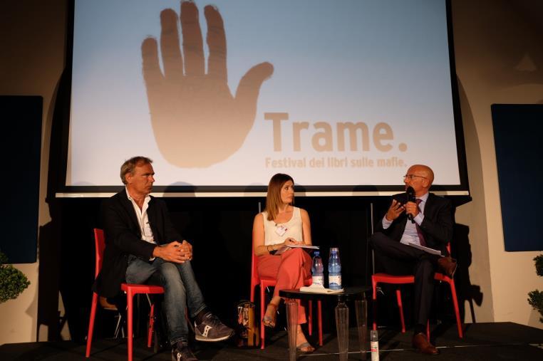 """images Lamezia Terme. Trame Festival: Presentato il libro """"La mano nera"""", l'usura raccontata dalle sue vittime"""