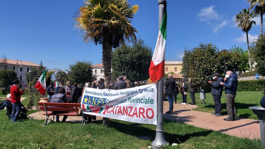 images 25 aprile. Da Piazza Matteotti al Parco della Biodiversità, a Catanzaro l'Anpi celebra la Liberazione
