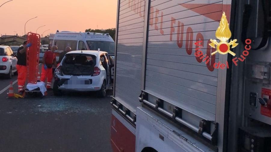 images Cropani Marina, incidente tra due auto: diversi feriti