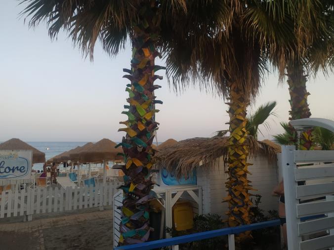 images In mostra al Dadada Beach Museum la grande installazione ambientale di cracking