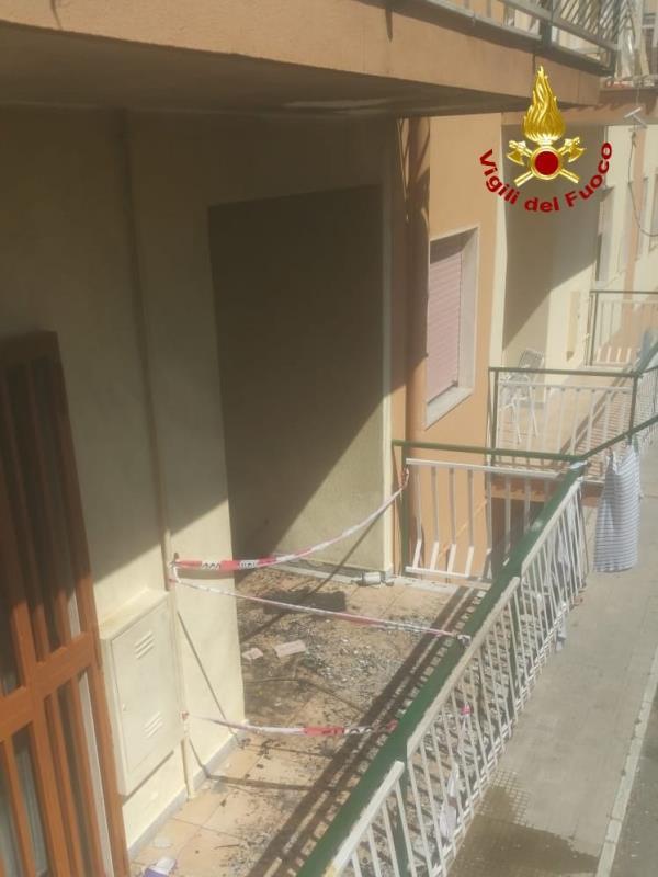 images Crotone, esplode una bombola in un appartamento: una donna ustionata alle gambe