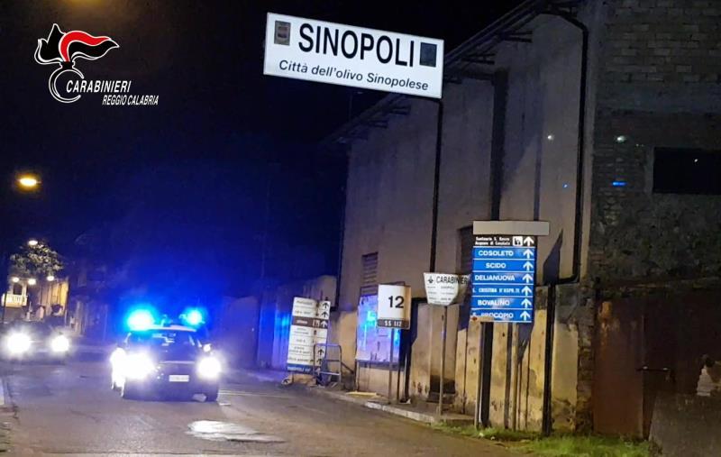 images Sinopoli, i carabinieri sequestrano una struttura abusiva nel cimitero comunale